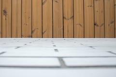 Naprawa, kombinacja materiały i tekstury biały drewno i cegła Tło fotografia stock