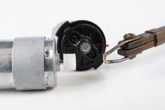 Naprawa mały elektryczny silnik Prosta lutowanie praca w e obraz royalty free