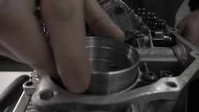 Naprawa nowożytny automatyczny przekaz DSG, zastępstwo accumulator, ciśnieniowa strata, robot zdjęcie wideo