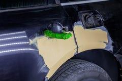 Naprawa samochodowe części ciałe w czerni po podrapania i wypadku zdjęcie stock