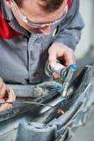 Naprawa uszkadzający samochodowy samochodu klingerytu zderzak zdjęcie royalty free