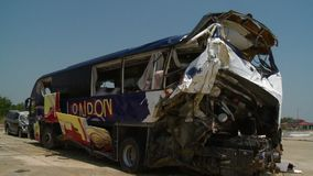 Naprawdę uszkadzający kolorowy autobus zdjęcie wideo