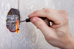 Naprawiać elektrycznego ujście z ogieniem Zdjęcia Stock