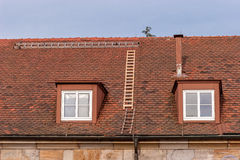 Naprawia dach - Zbawczego najpierw Obraz Stock