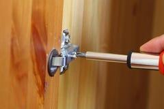 Naprawianie garderoby drzwi A Zdjęcia Stock