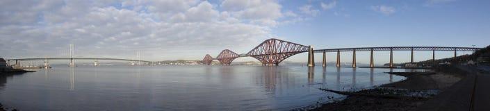 Naprzód drogi & poręcza most Zdjęcie Royalty Free