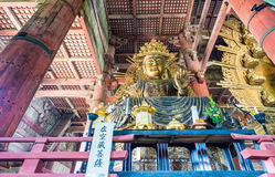 NARA, GIAPPONE - APRILE 2016: Interno del tempio di Todai-Ji È una B Fotografie Stock Libere da Diritti