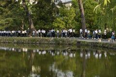 Nara, Giappone - 30 maggio 2017: Gruppi di camminata giapponese degli studenti Immagine Stock Libera da Diritti