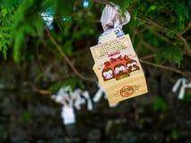 Nara, Japão - 26 de julho de 2017: Pedaço de papel bonito e pequeno da oração no templo de Todai Ji, pedaços de papel pequenos us Fotos de Stock