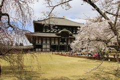NARA, JAPAN - 2. APRIL 2019: Großer Buddha Hall von Todai-jitempel in Nara, Japan lizenzfreies stockbild