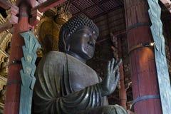 Nara Japan - Maj 29, 2017: Nollan för staty för brons för världs` s den största Arkivbilder