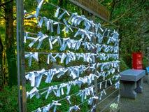 Nara, Japon - 26 juillet 2017 : Beau et petit morceau de prière de papier au temple de Todai Ji, petits morceaux de papier utilis Photo stock