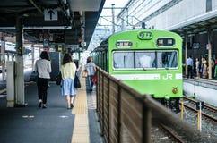 Nara linii pociąg w Kyoto, Japonia jr Zachodni - jr stacja - Fotografia Stock
