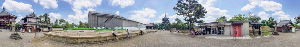 NARA - MEI 31, 2016: Toeristen bij Tempel kofuku-Ji Nara is een maj Royalty-vrije Stock Foto's