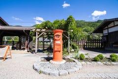 NARAI JAPAN - JUNI 4, 2017: En röd stolpeask på Narai är en sm Royaltyfri Bild