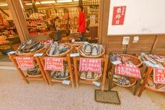 NARAI JAPAN - JUNI 4, 2017: Traditionellt shoppar och diversehandel på Na Arkivfoto