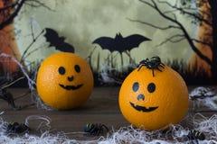 Naranja, arañas y palos de Halloween Fotos de archivo libres de regalías