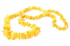 Naranja, collar ambarino brillante para la mujer en el fondo blanco Fotos de archivo libres de regalías