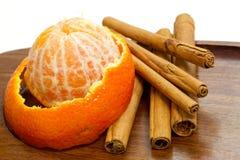 Naranja con cinamomo fotos de archivo