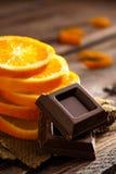 Naranja con el chocolate Imagenes de archivo