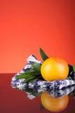 Naranja con el fondo rojo Imagenes de archivo