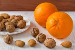 Naranja con las almendras Imagen de archivo