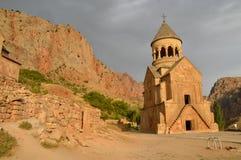 Naranja de la escalada del barranco de Noravank imágenes de archivo libres de regalías