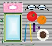 Naranja de la manzana de las tabletas y de los accesorios de la tabla Imagen de archivo libre de regalías
