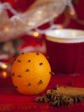 Naranja de la Navidad con los clavos Foto de archivo libre de regalías