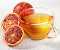 Naranja de sangre y taza de té foto de archivo
