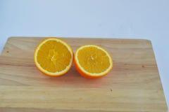 Naranja, dos paces de la naranja del corte Fotos de archivo libres de regalías