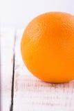 Naranja en blanco Imágenes de archivo libres de regalías