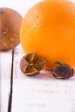 Naranja en blanco Fotos de archivo libres de regalías