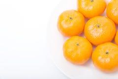 Naranja en el plato blanco Foto de archivo