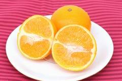 Naranja en fondo rojo Foto de archivo