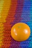 Naranja en la bufanda del arco iris Foto de archivo libre de regalías