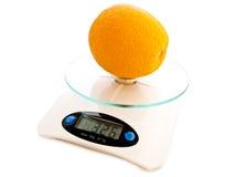 Naranja en la escala Imagen de archivo libre de regalías