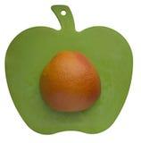 Naranja en la talla del tablero Fotografía de archivo libre de regalías