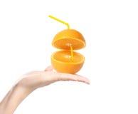 Naranja en las manos stock de ilustración