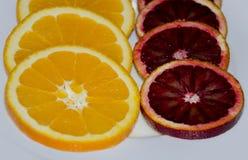 Naranja en una placa Imagen de archivo libre de regalías