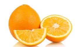 Naranja fresca aislada en blanco Imagenes de archivo