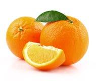 Naranja jugosa con la hoja fotos de archivo libres de regalías