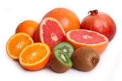 Naranja, kiwi, pomelo y granada Imagen de archivo libre de regalías