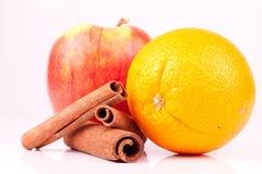Naranja, manzana y cinamomo Fotos de archivo libres de regalías
