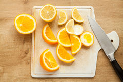 Naranja y limón cortados Foto de archivo libre de regalías