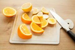 Naranja y limón cortados Foto de archivo