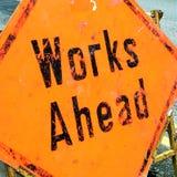 Naranja y x22; Trabajos Ahead& x22; Señal de tráfico fotografía de archivo