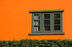 Naranja y ventana Fotografía de archivo libre de regalías