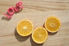 Naranjas, amor de la inscripción imagenes de archivo