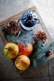 Naranjas de la Navidad en caja de madera Fotos de archivo libres de regalías